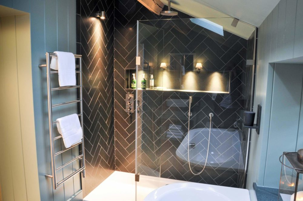bathroom-partitions-interiors-modern-contrast