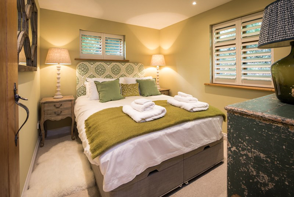 country-bedroom-cosy-modern