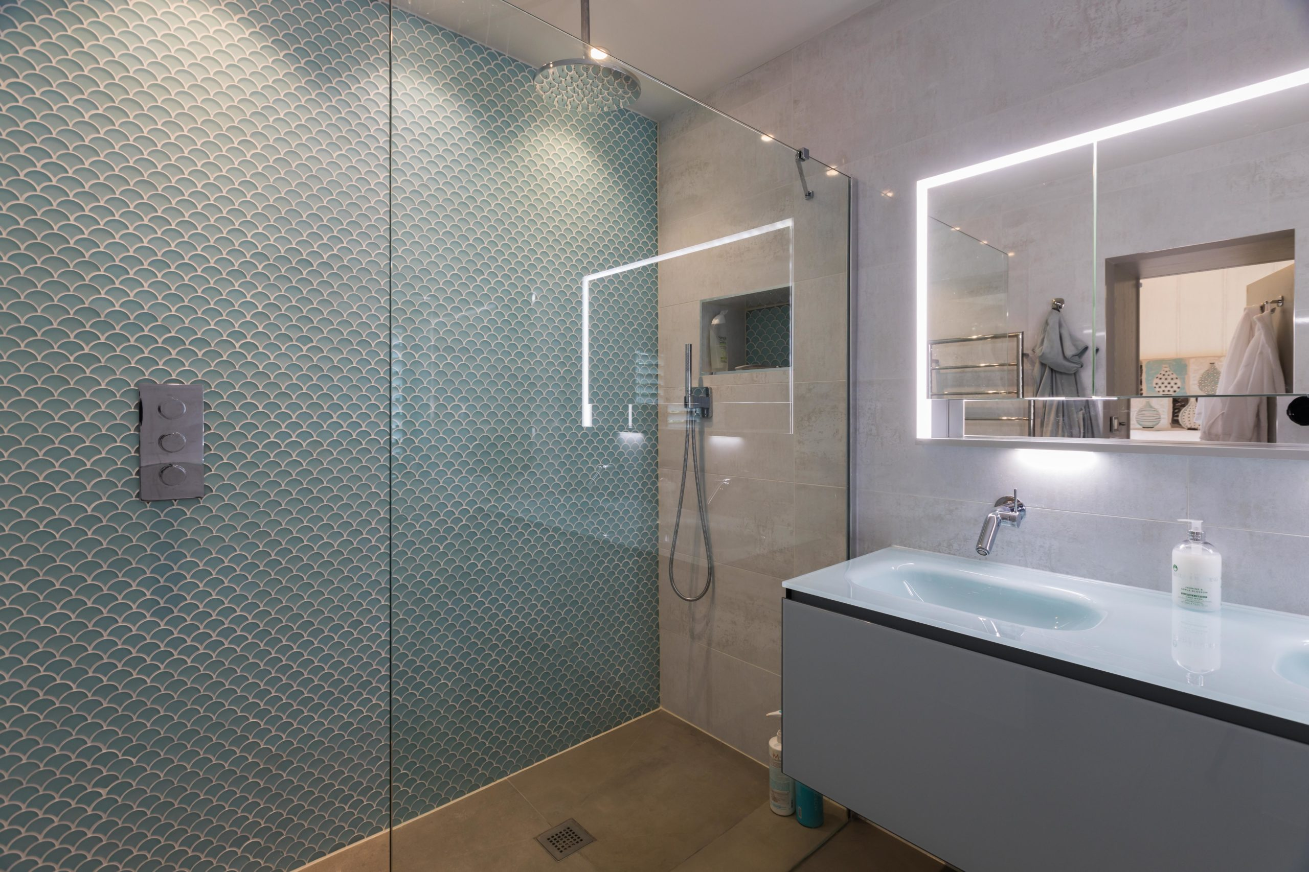 Scallop mosaic tiled feature wall in en-suite wet room
